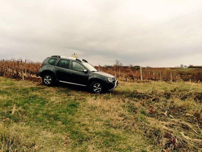 Dacia Duster pe drumul vinului în Dealul Mare