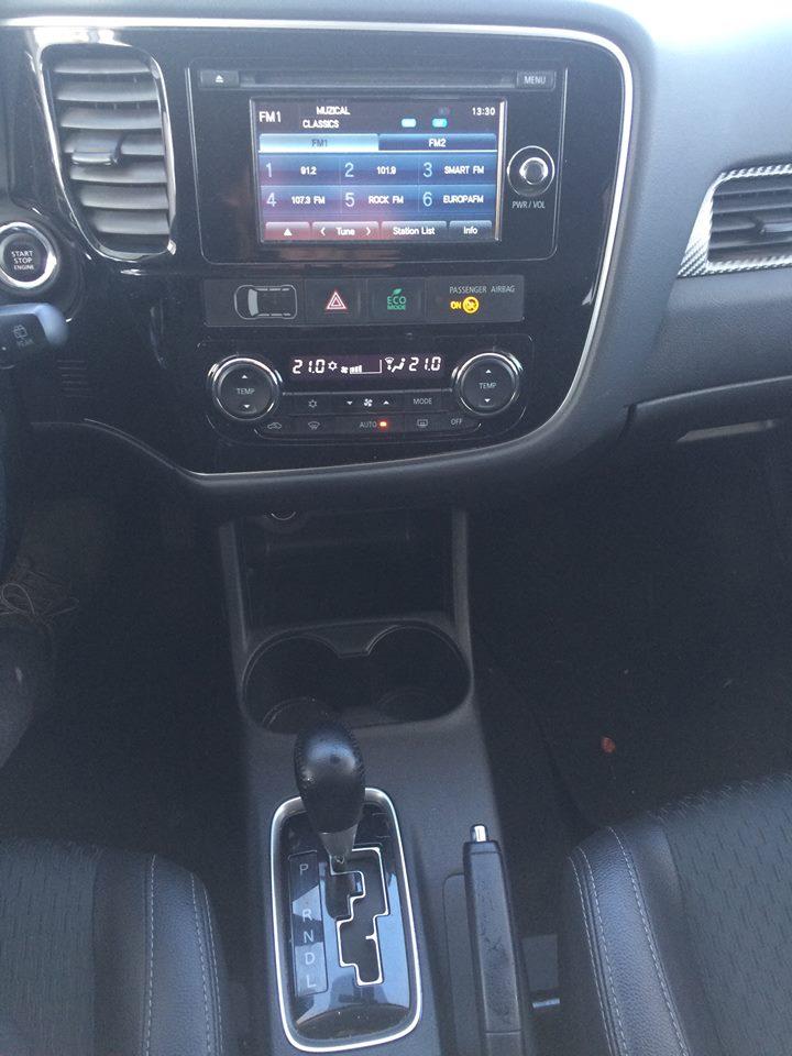 consola Mitsubishi Outlander 2.2 DI-D 4WD Intense AT